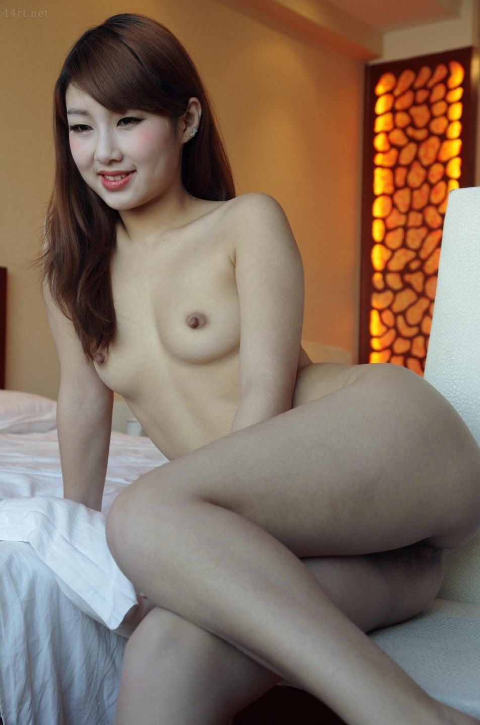 Китаянка с изящным пушком на пизде