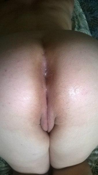 Сучки в комнате занимаются сексом с ошалелыми мужчинами