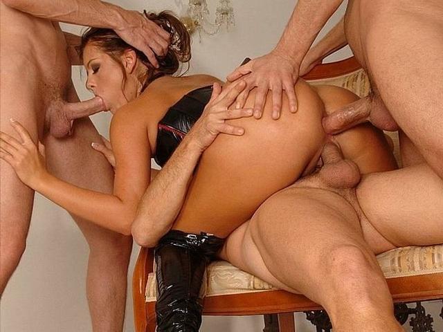 Развратные чикули для потрясающих групповушек порнофото