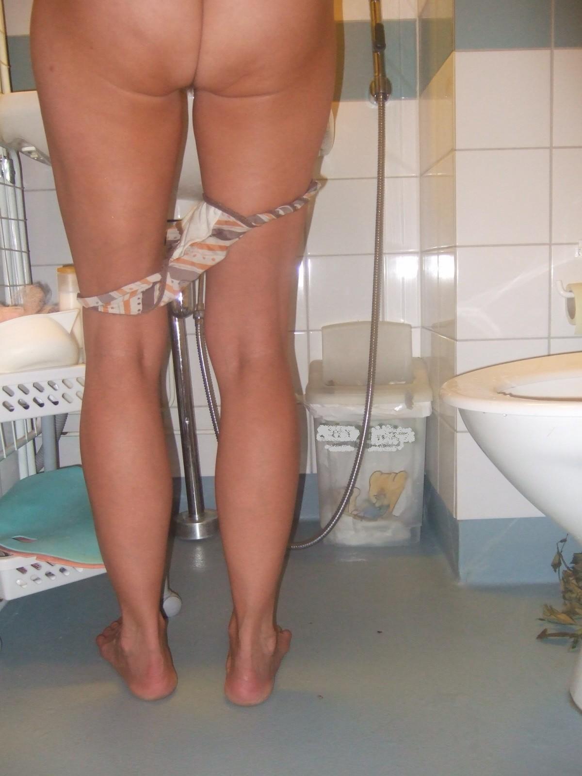 Некоторым понравятся частные изображения особы женского пола, которая не стесняется своих прелестей