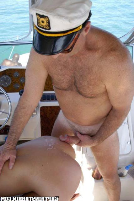 Модель отдалась двум старым морякам xxx фото
