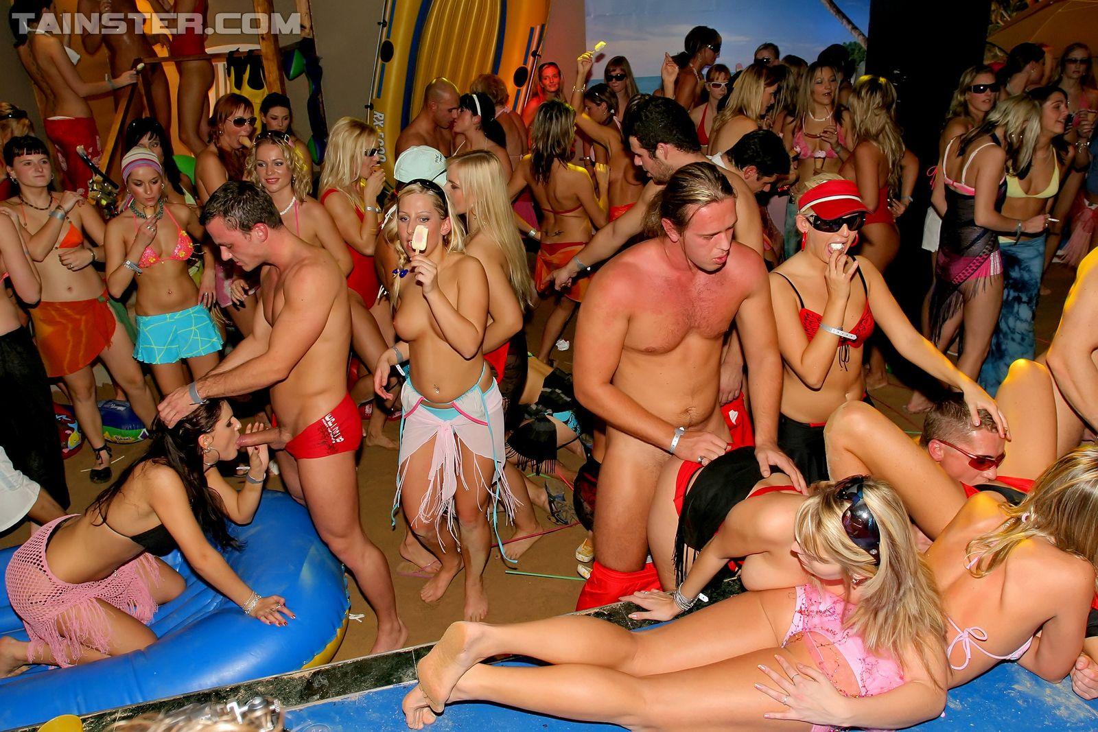 Пенная вечеринка окончилась большой оргией с кучей людей и сырых пезд