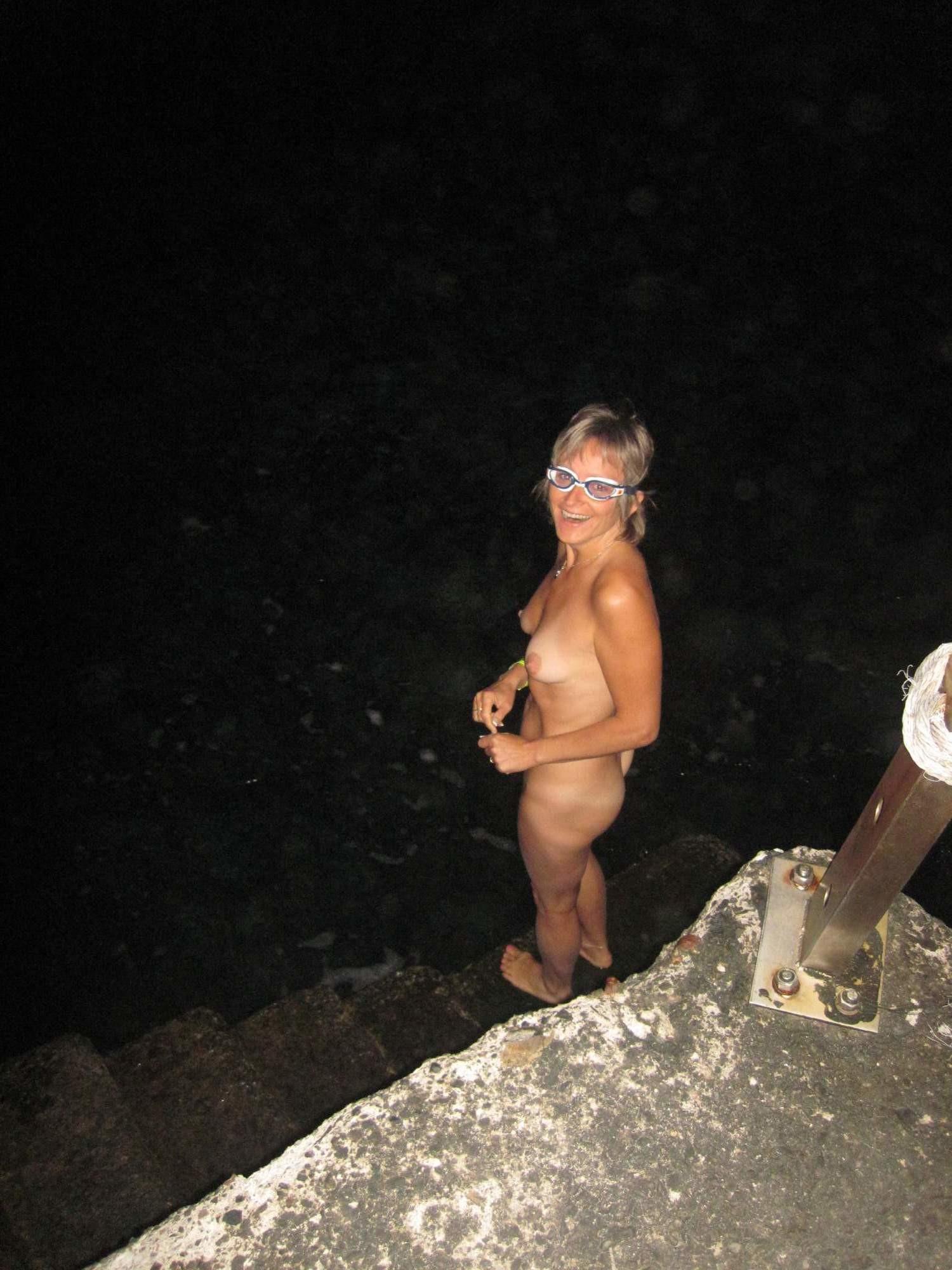 Обнаженные у моря - подборка 011