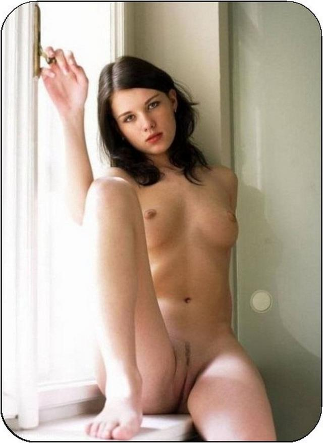 Этих девах легко развести на еблю секс фото
