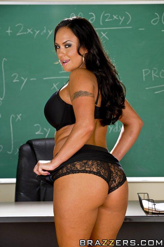 Мамуля Мэрайя Милано наслаждается огромным пенисом в классе и ловит выстрел спермы на свои громадные груди