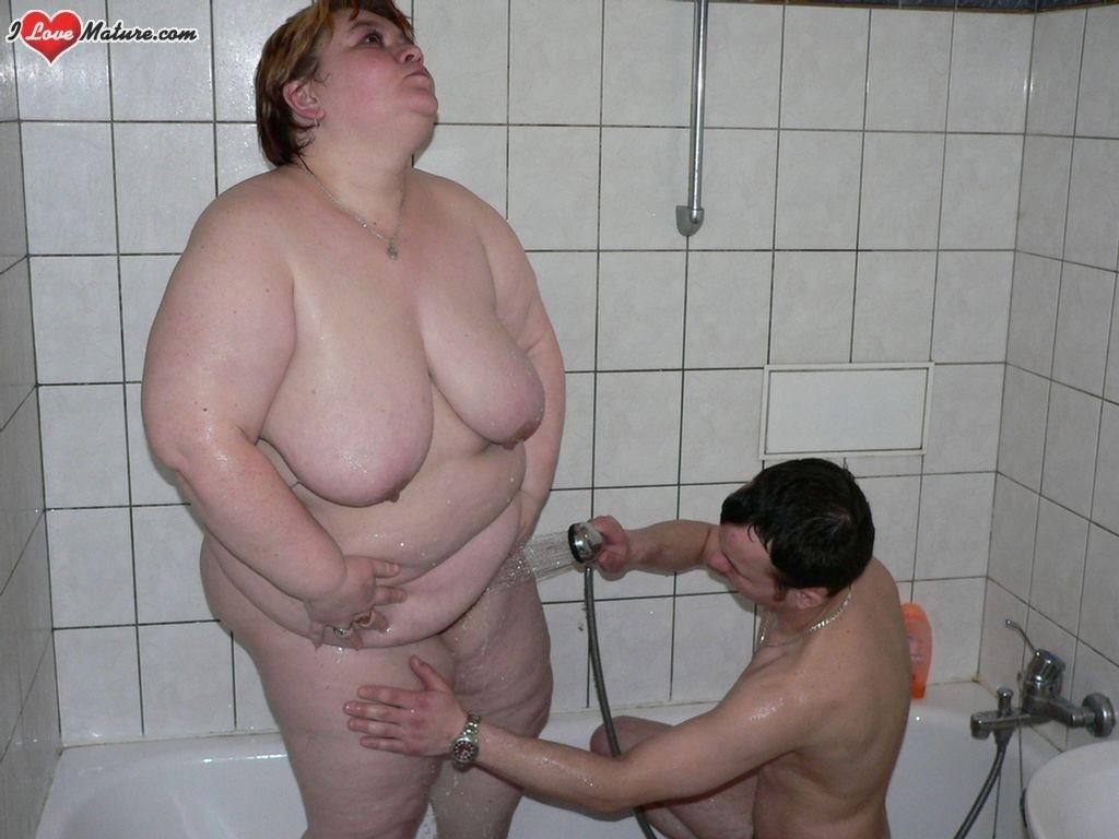 Молоденькой юноша снял для себя толстушку для траха