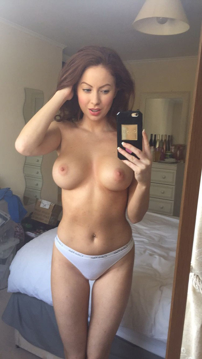 Лаура Картер сфотографировала грудь